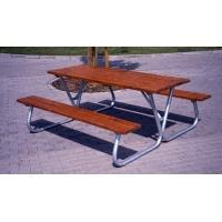Zahradní stůl s lavicemi